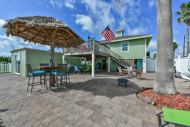 Views of the Gulf & Galveston Bay-Perfect for Families, holiday rental in Galveston Island