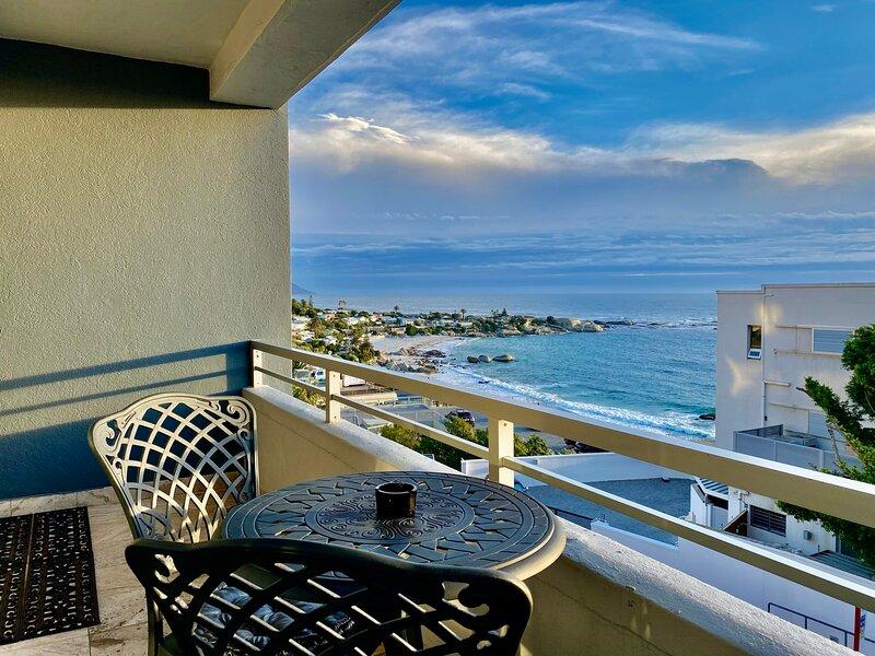 Clifton Beachfront Executive Apartment, holiday rental in Clifton