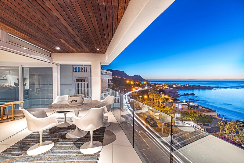 Clifton Beachfront Penthouse, holiday rental in Clifton