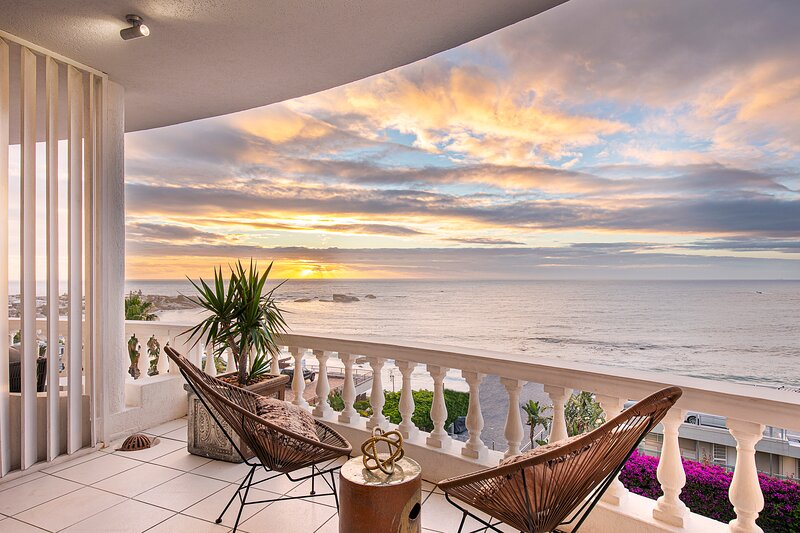 Clifton Beachfront Dream Apartment, holiday rental in Clifton