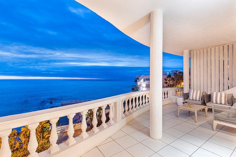 Clifton Beachfront Magic Apartment, holiday rental in Clifton