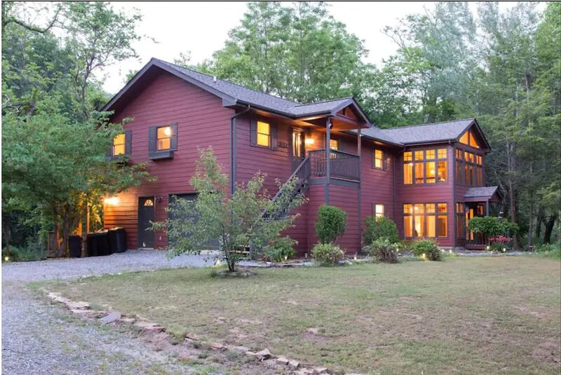 On the Banks of the Tuckasegee River 6 Miles from WCU, Fishing, Bring your Kayak, casa vacanza a Tuckasegee