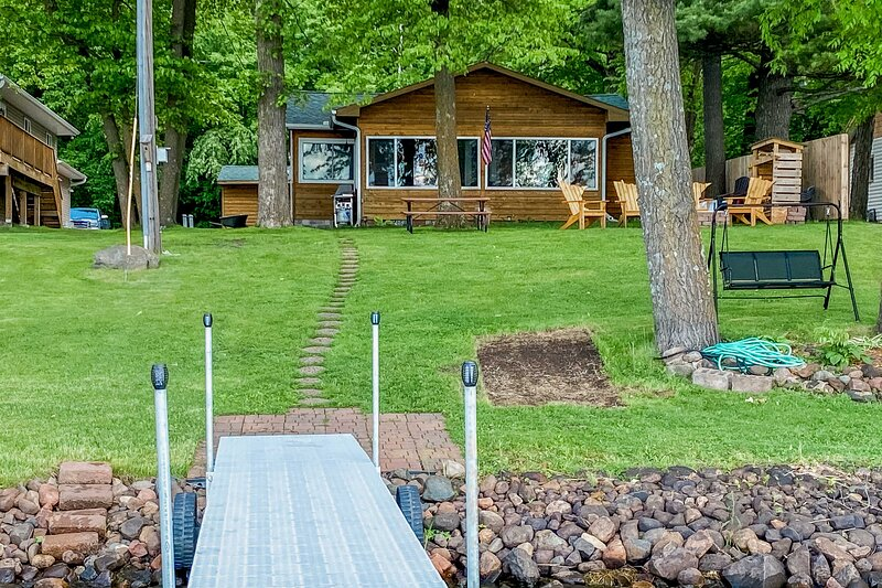 Serene Cabin on Lake Pokegama w/ Dock & Fire Pit!, holiday rental in Pine City