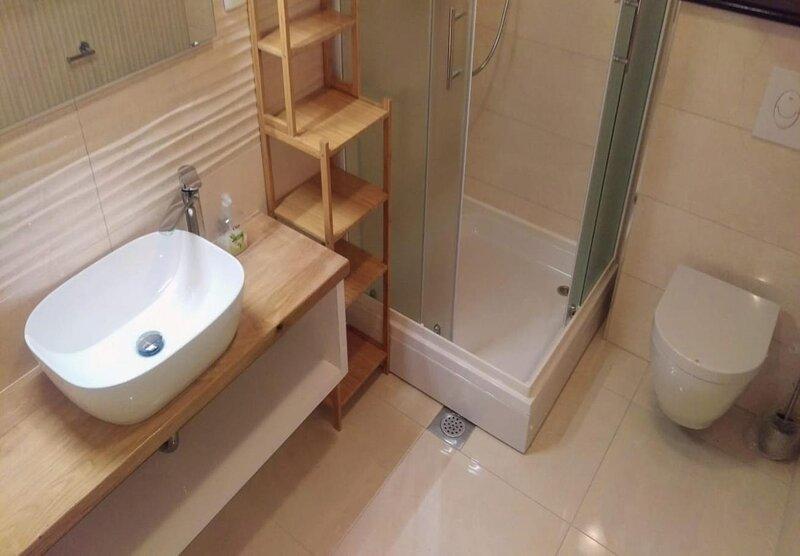 A1(4): bathroom with toilet