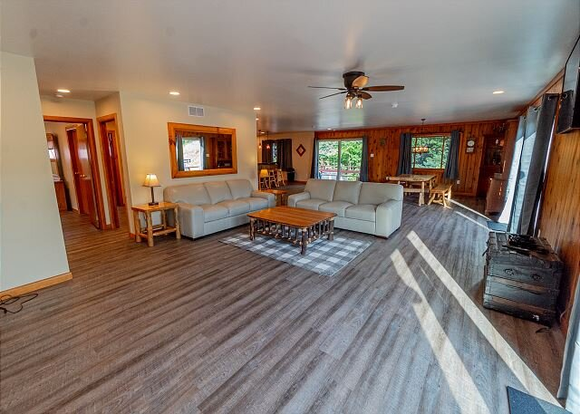 The Marietta River Retreat - Riverfront Property in the Heart of Ohiopyle, holiday rental in Mill Run