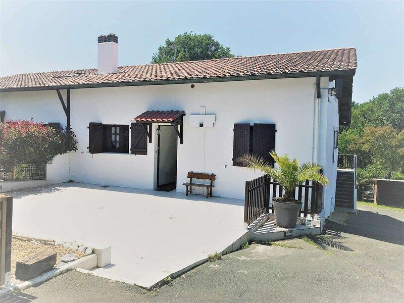 Bassussarry 1  Appartement entre mer et montagne, vacation rental in Villefranque
