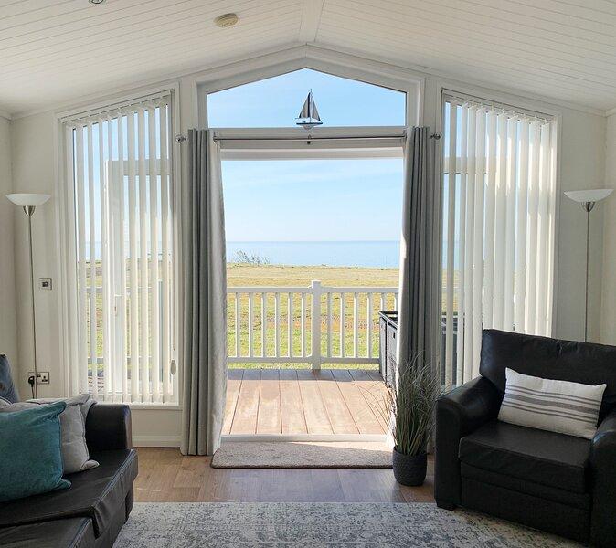 Love Coastal Lodge, holiday rental in New Milton