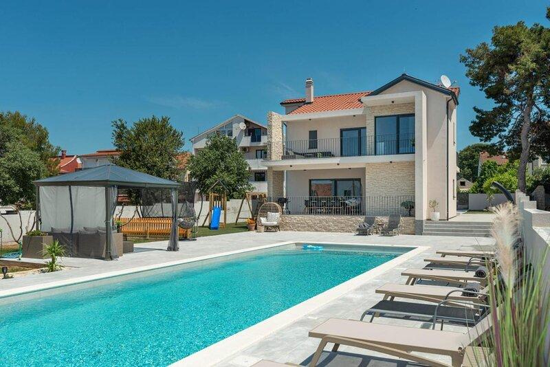 Poolincluded Villa Danijela, aluguéis de temporada em Biograd na Moru