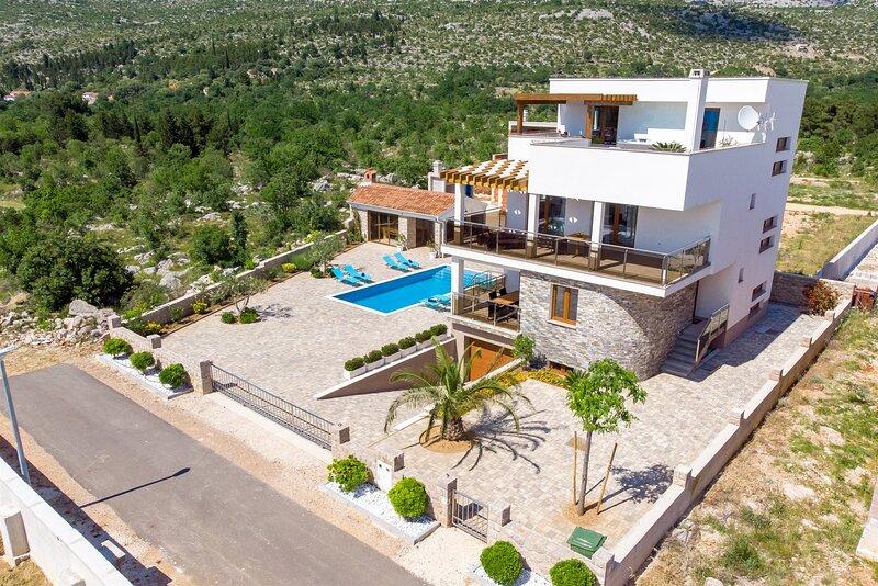 Poolincluded Villa Magnifica, casa vacanza a Seline
