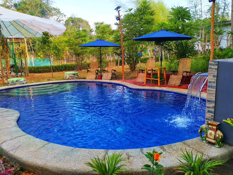 Private Farm Villa - Pool Vacation Rental, vacation rental in Batangas Province