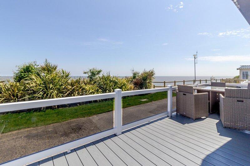 Stunning 6 berth lodge with full sea views in Suffolk ref 68032CR, location de vacances à Corton