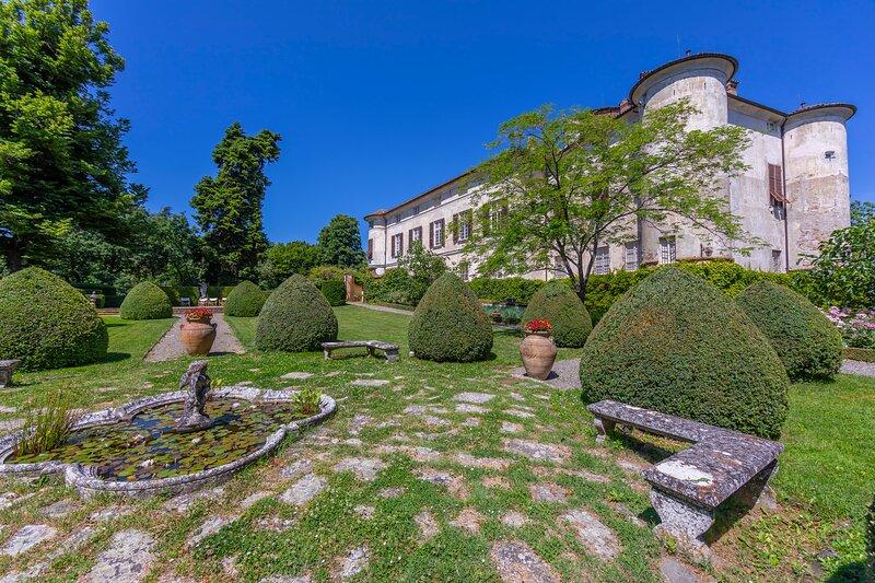 Le Zie - Castello Rocca Grimalda, holiday rental in Ovada