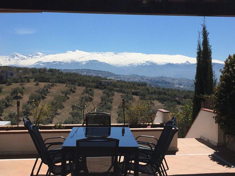 casa rural con piscina cerca de Granada y Sierra nevada Villa Alfaguara, holiday rental in Pinar