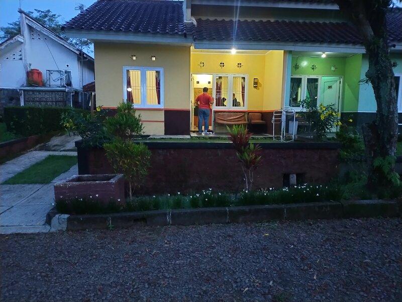 Villa Sasky Ciater, vacation rental in Cisaat