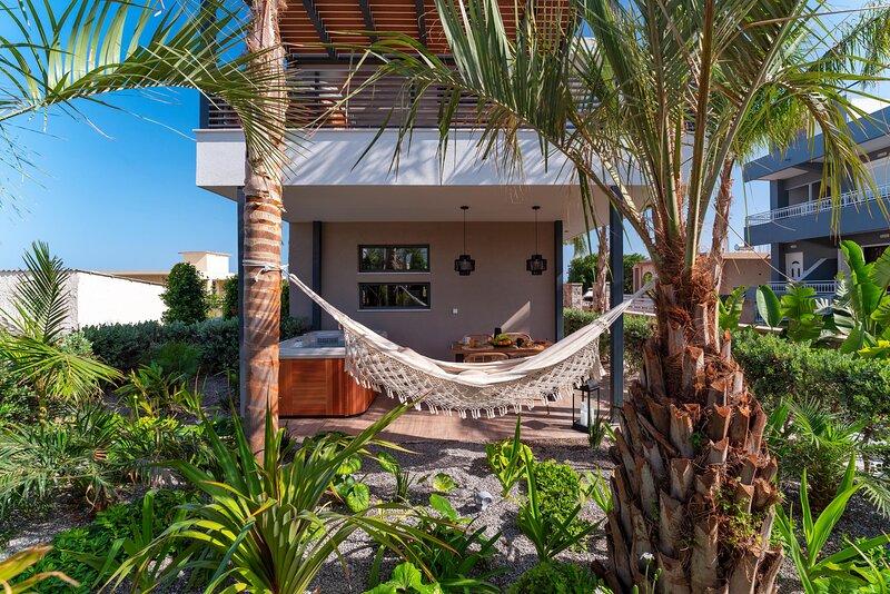 Palmeral Luxury Suites -Strelizia ground floor, holiday rental in Petaloudes