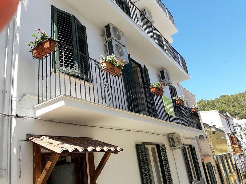 Isola di Ustica, casa vacanza a Ustica