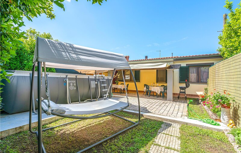 Nice home in Camaiore with Outdoor swimming pool, WiFi and 2 Bedrooms (ITV008), holiday rental in Massarosa