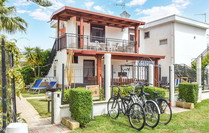 Amazing apartment in Botricello with WiFi and 1 Bedrooms (IKK585), vacation rental in Amendolara