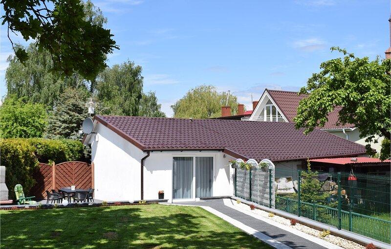 Stunning home in Nowe Warpno with WiFi and 2 Bedrooms (PPO299), location de vacances à Nowe Warpno