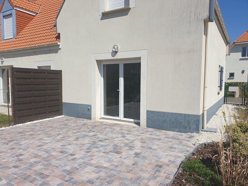 Amazing house with garden & terrace, location de vacances à Camiers