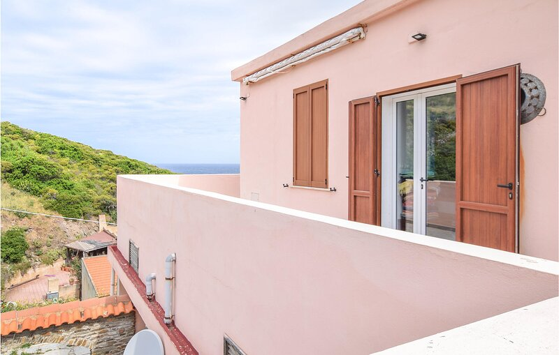 Awesome home in Argentiera with WiFi and 3 Bedrooms (IGG231), alquiler vacacional en Argentiera