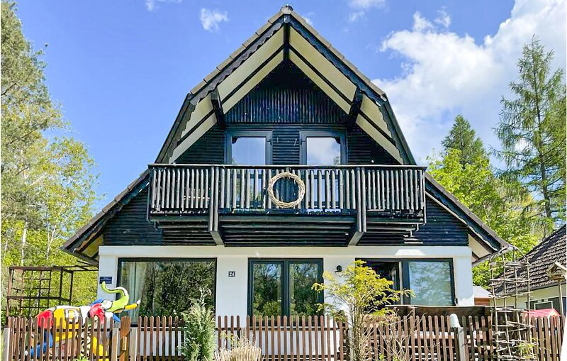 Amazing home in Frankenau with WiFi and 3 Bedrooms (DHE359), vacation rental in Frankenberg