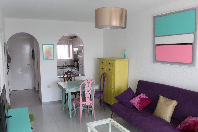 Apartamento dos terrazas, vistas al mar. Piscina., location de vacances à La Salzadella