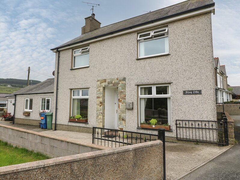 RHUG VILLA, comfy cottage near beach, pub, coastal walks, Nefyn Ref 927106, holiday rental in Nefyn