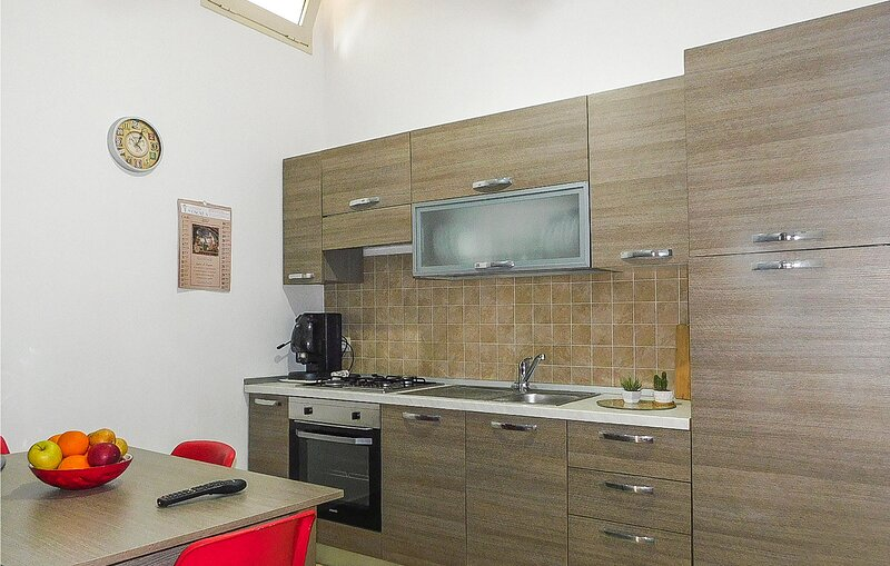 Stunning apartment in Pachino with WiFi and 2 Bedrooms (ISC097), casa vacanza a Pachino
