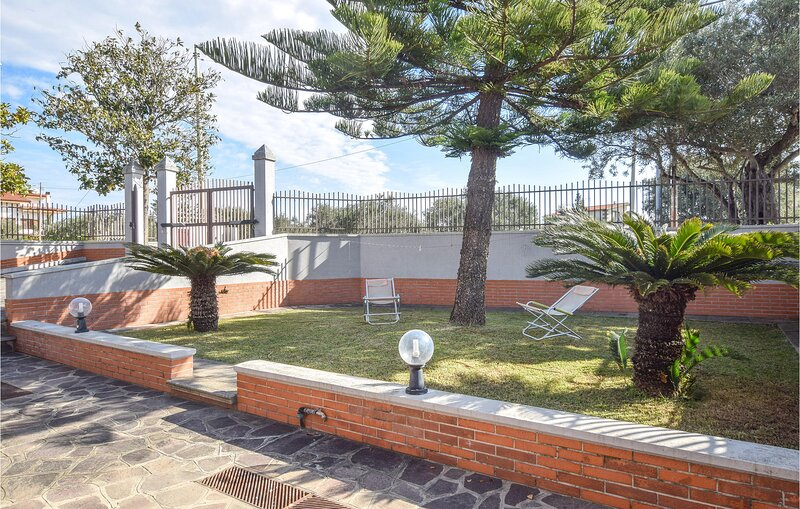 Amazing apartment in Davoli Marina with WiFi and 2 Bedrooms (IKK560), vacation rental in Soverato
