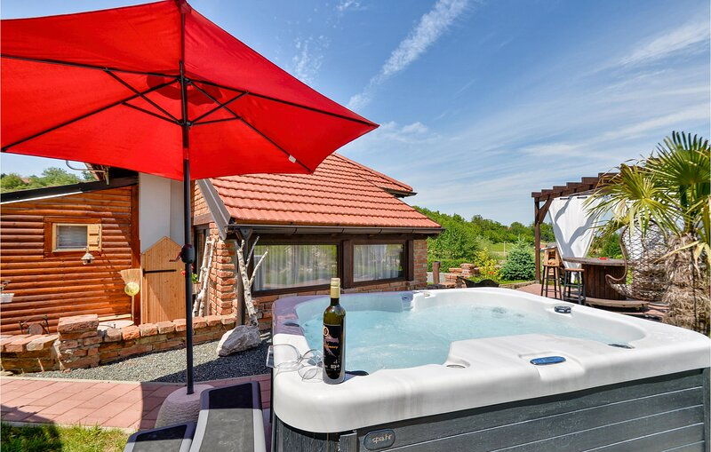 Beautiful home in Beretinec with Jacuzzi, WiFi and 1 Bedrooms (CCC164), holiday rental in Varazdin County
