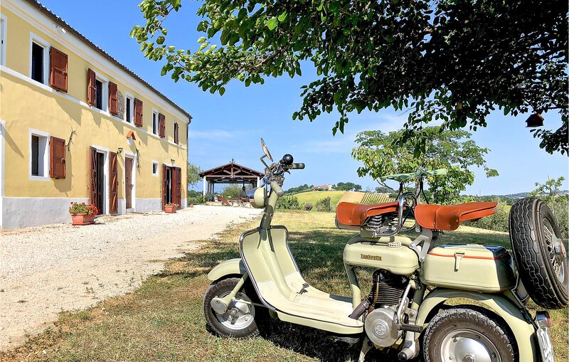 Awesome apartment in Senigallia with WiFi and 3 Bedrooms (IMK254), location de vacances à Senigallia
