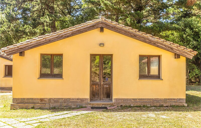 Stunning home in Ales with 2 Bedrooms (IGO075), casa vacanza a Villanovaforru