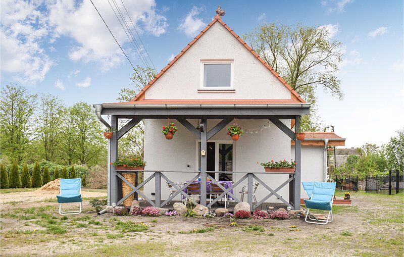 Awesome home in Nowe Warpno with WiFi and 3 Bedrooms (PPO755), location de vacances à Nowe Warpno