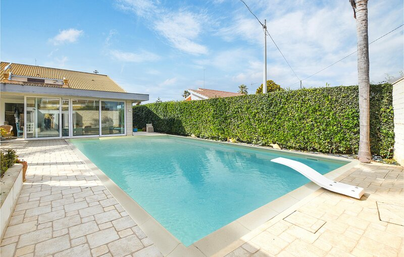 Amazing home in Casuzze-Finaiti with Outdoor swimming pool, Sauna and 4 Bedrooms, holiday rental in Pellegrino