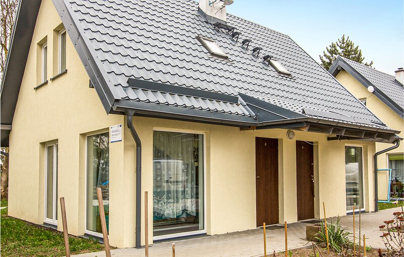 Stunning home in Oslonka with 2 Bedrooms (PPO787), holiday rental in Krynica Morska