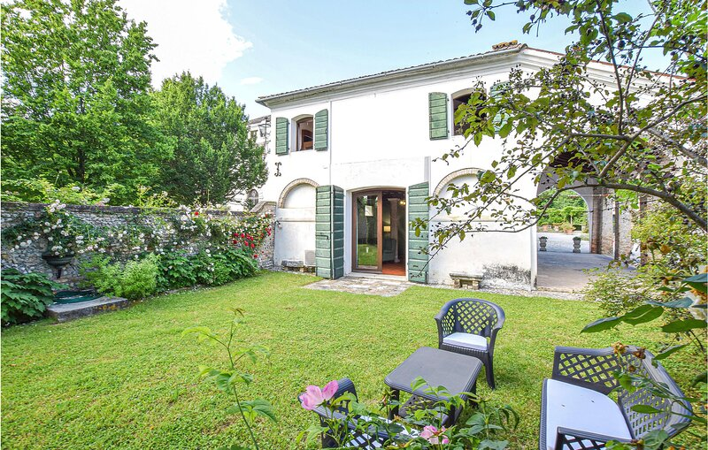 Stunning home in Cordovado with 4 Bedrooms (IFK236), holiday rental in Province of Pordenone