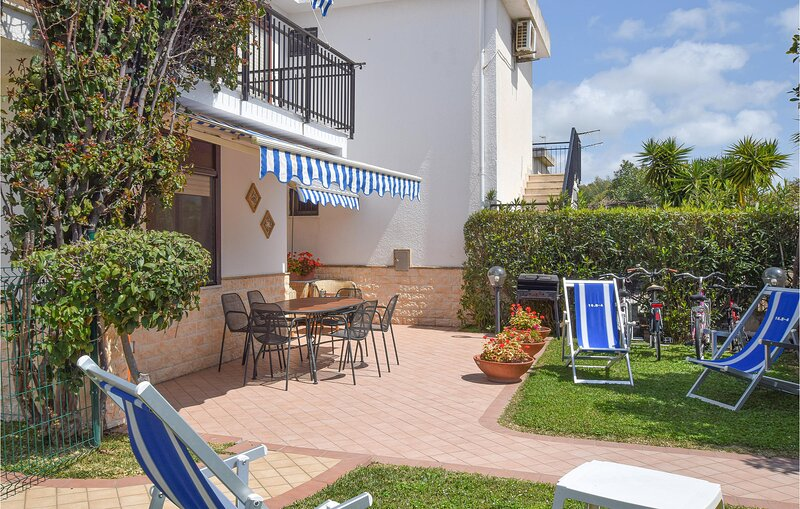 Nice home in Botricello with WiFi and 2 Bedrooms (IKK565), holiday rental in Cropani
