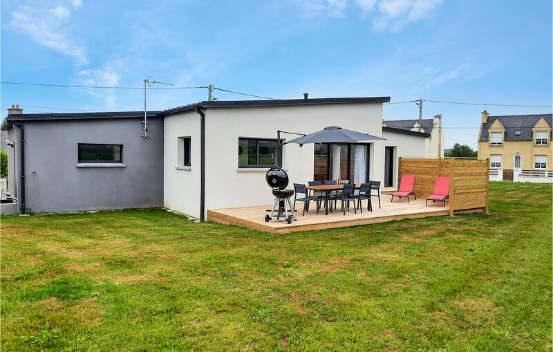 Beautiful home in Plouguerneau with 3 Bedrooms (FBF652), holiday rental in Plouguerneau