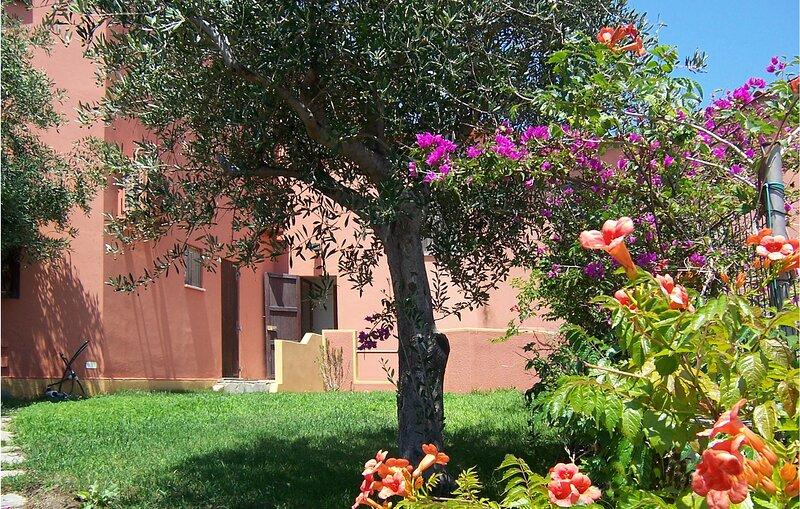 Amazing apartment in Torre dei Corsari with 2 Bedrooms (IGO070), aluguéis de temporada em Arbus