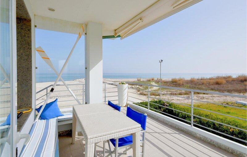 Stunning home in Porto Sant'Elpidio with Internet and 2 Bedrooms (IMK255), alquiler de vacaciones en Fermo