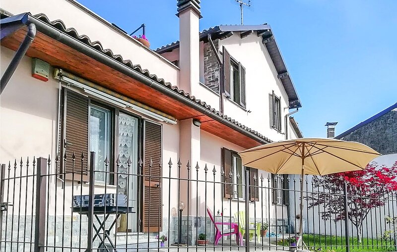 Beautiful home in Fontanile with WiFi and 2 Bedrooms (IPL264), holiday rental in Fontanile