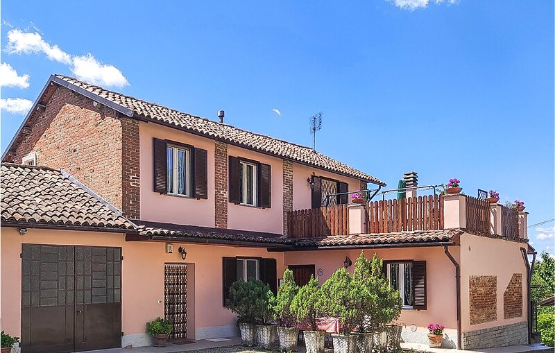 Beautiful home in Fontanile with WiFi and 2 Bedrooms (IPL264), alquiler de vacaciones en Maranzana