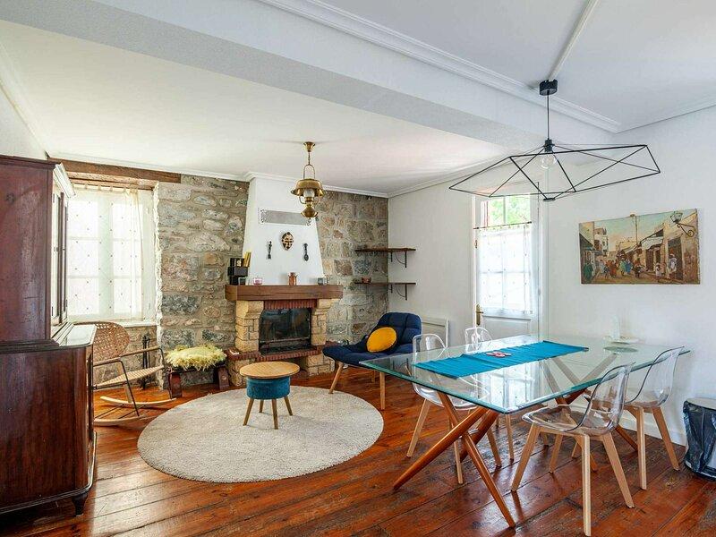 Charme de l'ancien pour ce bel appartement, holiday rental in Irun
