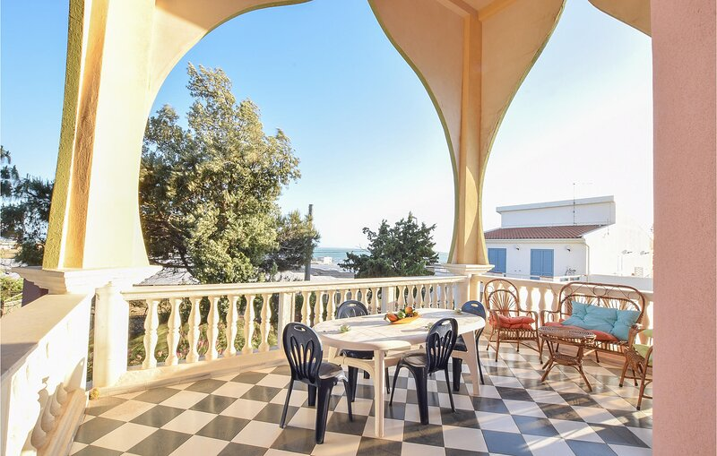 Stunning apartment in Scoglitti with WiFi and 3 Bedrooms (ISR394), location de vacances à Gela