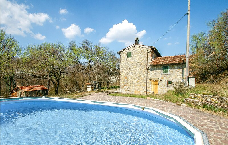 Awesome home in Castel di Casio with Outdoor swimming pool, WiFi and 5 Bedrooms, casa vacanza a Camugnano