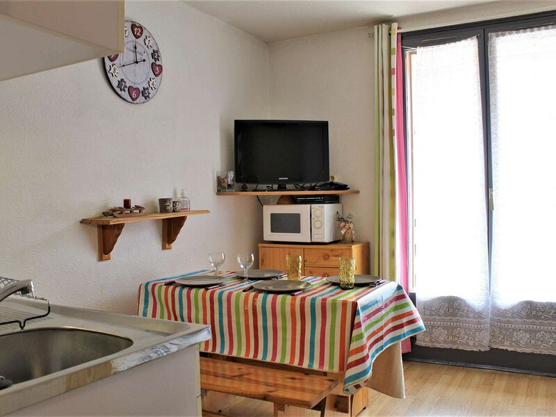 Appartement studio coin montagne 4 couchages RISOUL 1850, holiday rental in Saint-Crepin