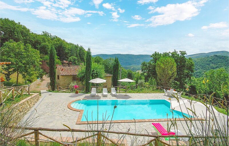 Amazing home in Ortignano Raggiolo with Outdoor swimming pool, WiFi and 6 Bedroo, casa vacanza a Ortignano Raggiolo