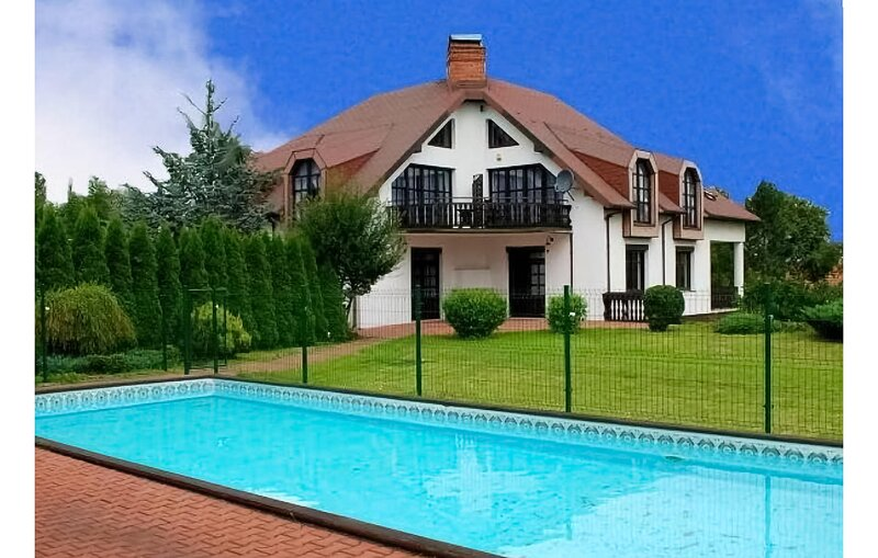 Stunning apartment in Brenna-Górki Male with Outdoor swimming pool and WiFi (PP, vacation rental in Ustron