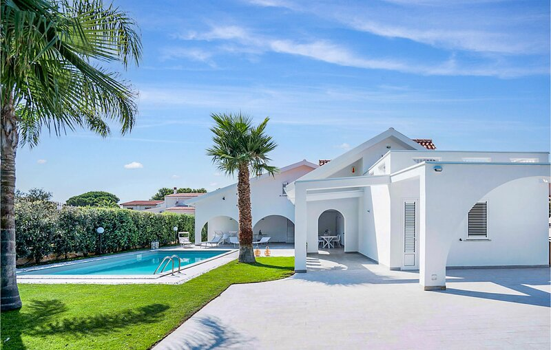 Awesome home in Carini with Outdoor swimming pool, WiFi and 6 Bedrooms (ISP245), holiday rental in Punta Raisi